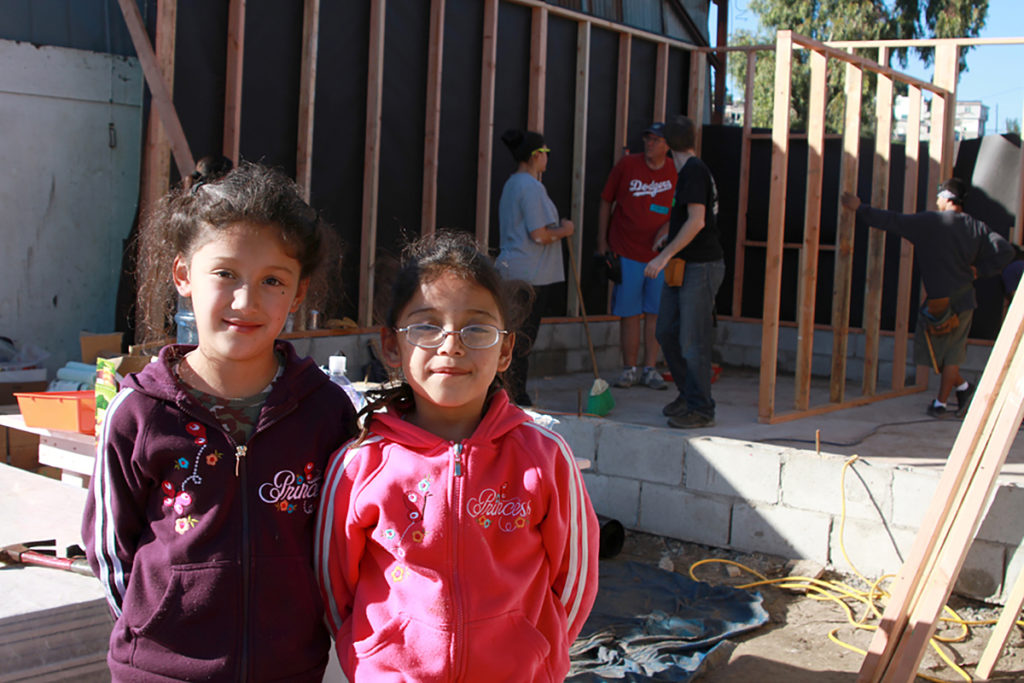 mexico-2010-two-girls-in-front-of-martinez-house